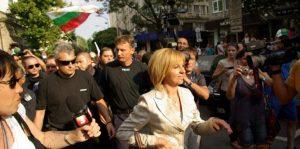 Мая Манолова: Докато хората протестират, властта ударно раздава пари и имоти на мафията